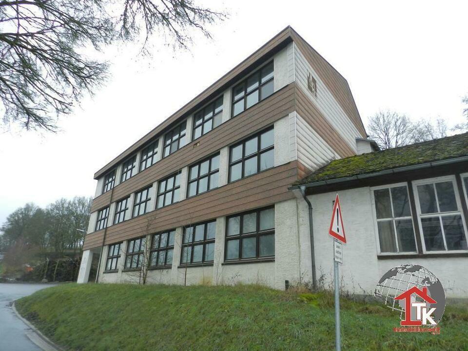 Ehemaliges Gewerbegebäude mit Halle, Büros und Wohnung in Stadtsteinach Stadtsteinach