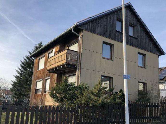 Gepflegtes Ein- bis Dreifamilienhaus, Garten, Doppelgarage, neu: Bäder, Heizung & Dach teilrenoviert Helmbrechts