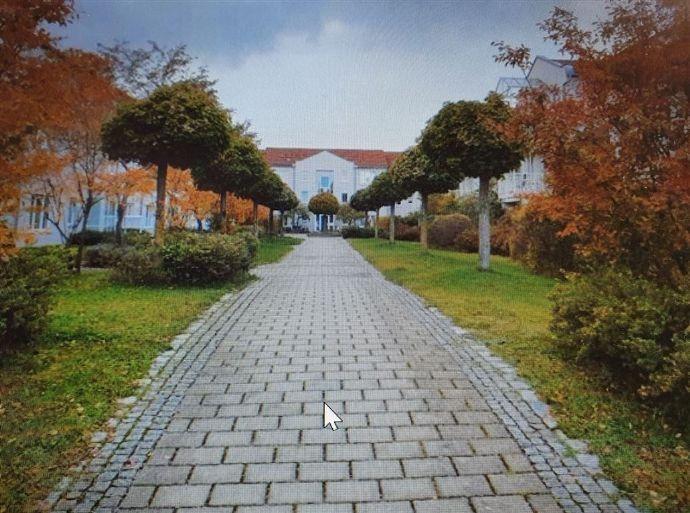 ** Sehr ansprechende , modernisierte EG-Wohnung mit sonniger Gartenterrasse** Kirchheim bei München