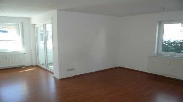 kleine, freundliche 3-Raum-Wohnung mit Wintergarten und Einzelgarage