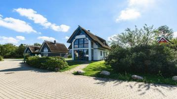 Exklusives reetgedecktes Ferienhaus am Wasser im Hafendorf Vieregge auf der Insel Rügen!