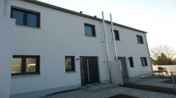 Neubau Haus (02) mit Garten, ausgebautem Dachboden/Studio, Stellplatz + Carport! Provisionsfrei!