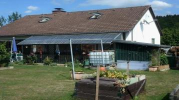 Gepflegtes Einfamilienhaus in bevorzugter Wohnlage mit sonnigem Gartengrundstück und 2 Garagen ruhige Ortsrandlage von Oberkotzau