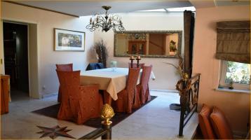 Exklusive Doppelhaushälfte mit Luxusausstattung und Blick ins Grüne