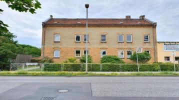 Kapitalanlage: Mehrfamilienhaus, mit großem Grundstück und Ausbaupotenzial, in Teltow zu verkaufen.