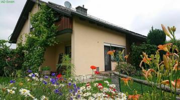 Geräumiges Haus für zwei Generationen mit PV- und Solaranlage