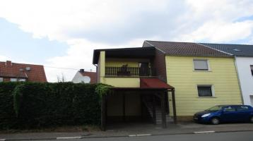 einseitig Angebautes Einfamilienhaus mit 2 Garagen