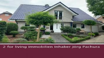 Familientraum! Komfortables Einfamilienhaus mit einem wunderschönen Garten im fernöstlichen Stil!