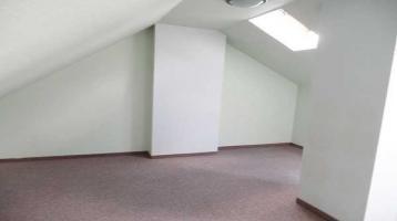 Günstige 2 1/2-Raum-Wohnung im Dachgeschoß