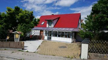 Renoviertes Einfamilienhaus mit gut nutzbaren Nebengebäude