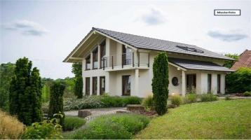 Ein/Mehrfamilienhaus in 96450 Coburg, Hahnweg