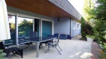 Top Zustand; 2FH, Keller, freistehend mit Doppelgarage, Balkon, Terrasse, Garten