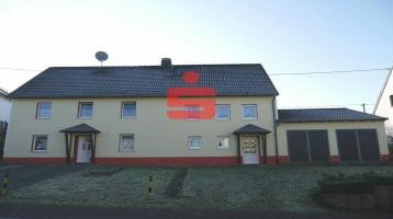 freistehendes Doppelhaus mit zwei Wohneinheiten und großem Grundstück
