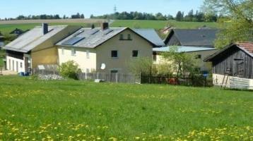 Bezugsfertiger Bauernhof in bester Wohnlage! Top saniertes Wohnhaus mit einer Wohn-/Nutzfläche von ca. 200 m² - Nebengebäuden ca. 434 m² Nutzfläche- Außenanlagen für Tierhaltung - 10.414 m² Grundstück
