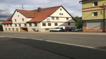 Großes Haus mit 2 Wohnungen und ehemaliger Gaststätte in zentrumsnaher Lage direkt in Haiterbach