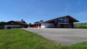 Wohnhaus mit Gewerbehalle auf großzügigem Areal