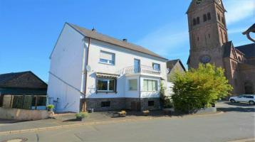 Geräumiges freistehendes Wohnhaus mit Scheune, Garten, Balkon