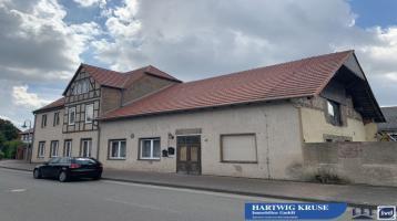 EDV-Nr. 12042 - Zweifam.-Haus mit Nebengebäude und Carport