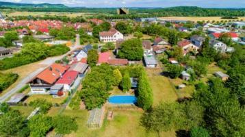 Urlaub und Wohnen im Paradies: Großes Grundstück mit Wohn- und Gästehaus, Pool in sehr ruhiger Lage!