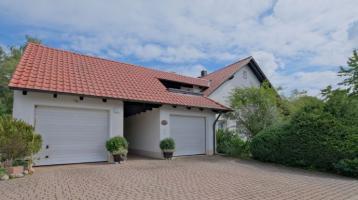 Ein Haus mit viel Platz für Ihre Familie oder Ihre Firma in traumhafter Lage von Hummeltal!