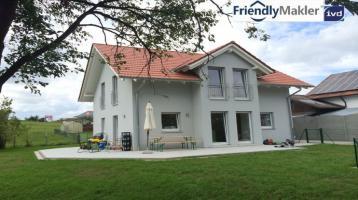 *Zur Kapitalanlage: Gut vermietetes, neuwertiges Niedrigenergiehaus in Geisenhausen mit Garten*