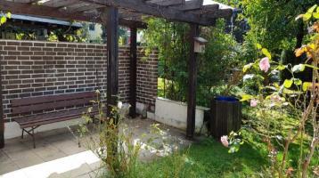 Dornröschen mit eingewachsenem Garten sucht nette Familie