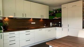 Penthouse-Charakter mit exklusiver Einbauküche und Kfz-Stellplatz in Bindlach