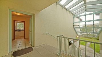 Helle und gut geschnittene 2,5-Zimmer-Wohnung mit Balkon in einer kleinen Wohnanlage !