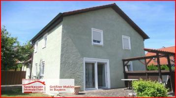 Hier sind kurze Wege garantiert: Doppelhaushälfe in Sulzbach-Rosenberg