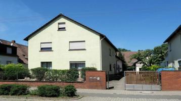 Zweifamilienhaus mit Garage in Neureut