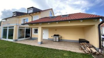 Moderne Doppelhaushälfte mit Garten und Hobbyraum
