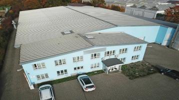 Beheizte Produktionshalle mit angeschlossenem Bürokomplex und Außengelände nahe der A3!