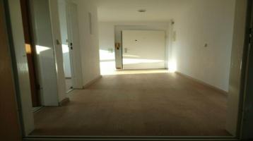 Lichtdurchflutete, 2-Zimmer-DG-Wohnung mit EBK in Durlach