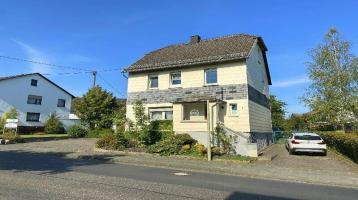 Gepflegtes Einfamilienhaus mit zwei Garagen auf großem Grundstück in Horhausen!