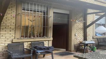 Nicht alltägliche Hinterhofwohnung mit großzügiger Terrasse