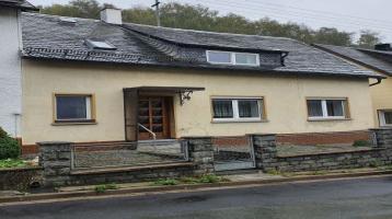Tiefpreis: Einfamilienhaus mit 3 Schlafzimmern und Garage auf separatem Grundstück