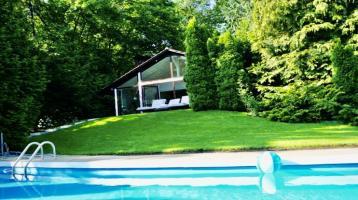 Chalet umgeben von Natur mit großem Schwimmbecken