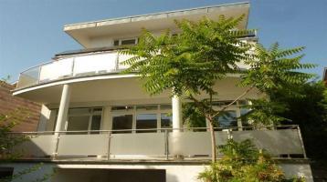 Interessantes Wohn-Geschäftshaus in Baden-Baden, 2 Eingänge, 2 Balkone, 3 Bäder, 3 Heizsysteme, kl. Gartenbereich *inkl. TG