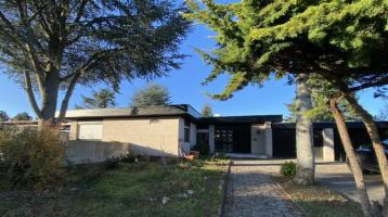 TOP-Lage in Coburg Cortendorf - außergewöhnliches Zweifamilienwohnhaus mit Schwimmhalle