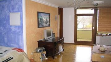 Stilvolle, geräumige und gepflegte 1-Zimmer-Wohnung mit Balkon und EBK in Moosach, München