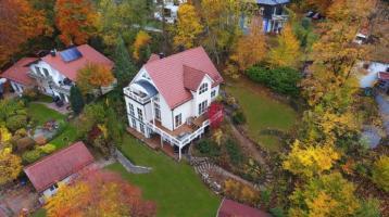 Villa mit Baugenehmigung für weiteres EFH