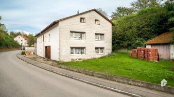 Mehrfamilienhaus mit viel Potenzial und großzügigem Grundstück in guter Lage in Tann