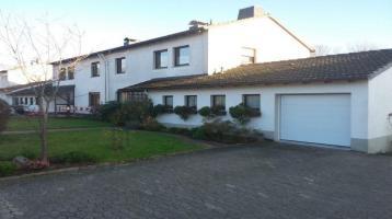 Zwei Familienhaus/ Doppelhaushälfte mit großem Garten und Obstbäumen in ruhiger Stadtrandlage zu verkaufen.