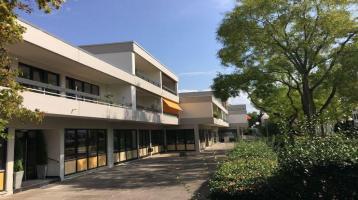 *** Karlsruhe-Rüppurr *** Ruhig gelegene, großzügige 2-Zimmerwohnung mit Sonnenloggia, Balkon und Pkw-STP in der gegehrten Baumgartensiedlung ***