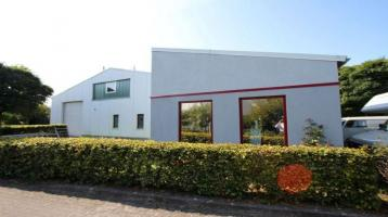 Top-gepflegtes Einfamilienhaus mit Gewerbehalle und Ladenfläche in hochinteressanter Lage