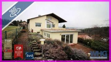 Einfamilienhaus mit Garage und teilerschlossenes Baugrundstück mit 2 Pkw-Stellplätzen in schöner Aussichtslage