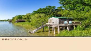 Architketen-Villa mit Bootshaus