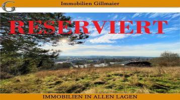 Immobilien Gillmaier - Sonniger Baugrund in unverbaubarer Höhenlage mit Fernsicht!