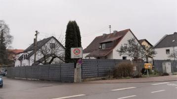 Grundstück mit Zweifamilienhaus