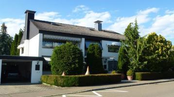 Freistehendes 2-Fam.-Haus mit parkähnlichem Garten und 4 Garagen in Lauingen (Bayern)